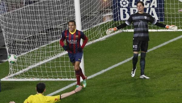 Martino: Alexis Lebih Berbahaya di Sisi Sayap   Judi Taruhan Bola
