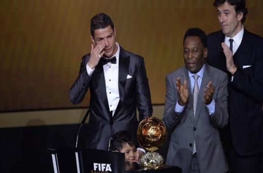 Ronaldo Meneteskan Air Mata Saat Raih Ballon d'Or 2013