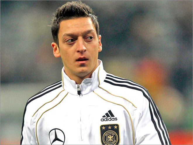 Joachim Low Menjadi Motivasi Mesut Ozil
